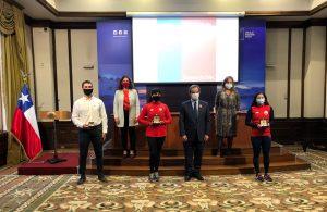 """Imagen de Chile y el Ministerio de Relaciones Exteriores homenajearon a los protagonistas de """"Bienvenidos al Turismo Aventura"""""""
